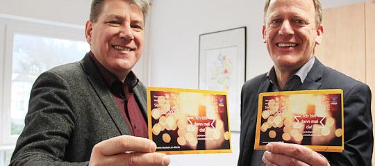 """""""Von insgesamt 36 Kirchengemeinden machen 22 Gemeinden mit. Das ist ein eine sehr gute Beteiligung"""", sagen Dekan Roland Jaeckle und Präses Wolfgang Wörner zufrieden.   FOTO: BECKER-VON WOLFF"""